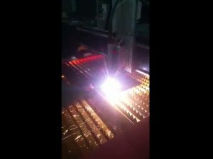 máquina de corte a plasma industrial cnc fornecendo alta potência de plasma